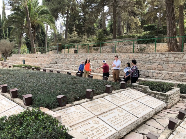 181025 Mt Herzl mass grave