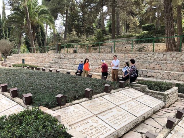 181025 Mt Herzl mass grave